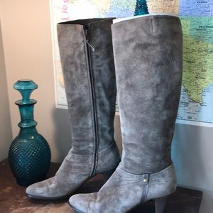 vtg gorgeous Ferragamo grey Suede boots EUC 10AA